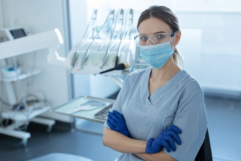 Emergency dentist wearing personal protective equipment